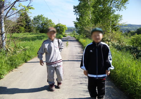 Twins suffering from radionuclides because of a contaminated car