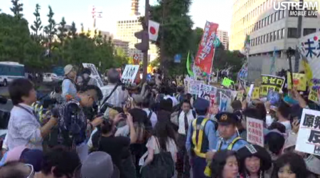 [LIve] The demonstration is growing to be bigger than ever (40,000 before its start) 2