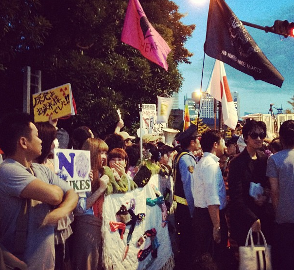 [Photos] Demonstration of 200,000 people occupied official residence51