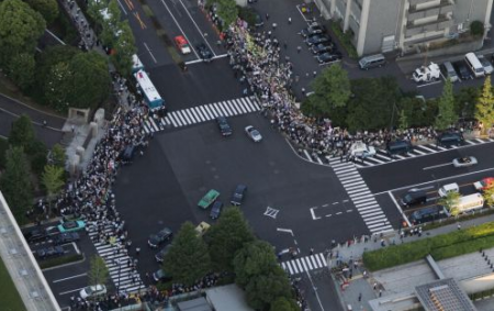 [Photos] Demonstration of 200,000 people occupied official residence77