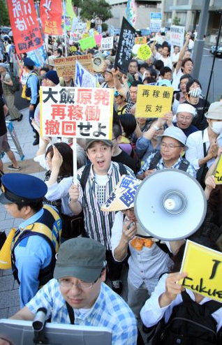[Photos] Demonstration of 200,000 people occupied official residence72