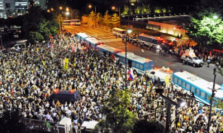 [Photos] Demonstration of 200,000 people occupied official residence65