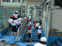 Elementary school to have students clean the pool gutter