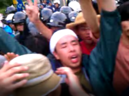 [Live] Citizens resisting against pre-emption. Police caught crying. 4