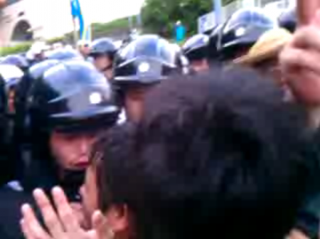 [Live] Citizens resisting against pre-emption. Police caught crying. 5