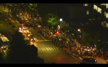 [Live] Police blocks official residence