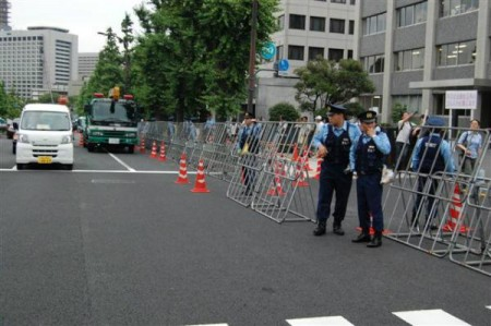 [Ajisai revolution] Police welcoming the protest 6