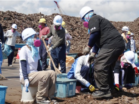 33 high school students from Tochigi worked to sort disaster debris in Miyagi 2