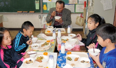 Kashiwa city served Fukushima rice for school lunch to fight harmful rumor