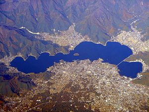 "2 The water level of Kawaguchi lake is rapidly decreasing beside Mt. Fuji, ""There is no natural outlet"""
