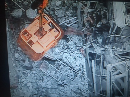4 Tepco crane picked up the skimmer surge tank hatch by mistake during debris removal of reactor3