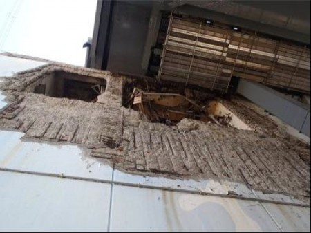 """Tepco shoots gunite on reactor4 building wall/ """"Reinforcing bars are exposed to outside to deteriorate."""""""