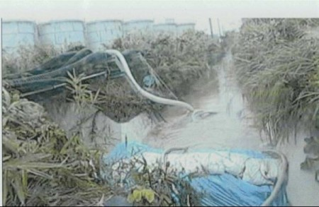 2 [Photo] Collapsed sandbag dam of 300m3 leakage area due to the Typhoon
