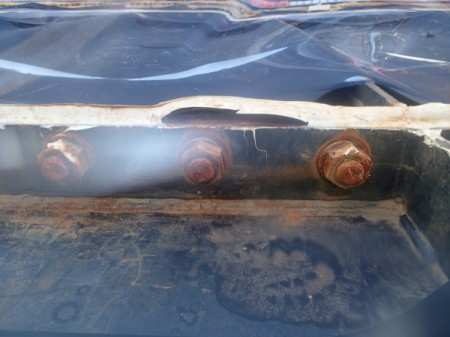2 300m3 leakage tank had 5 loosened bolts, sealing parts widely detached
