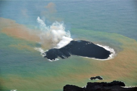 4 New volcanic island appeared in 1,000km south of Tokyo