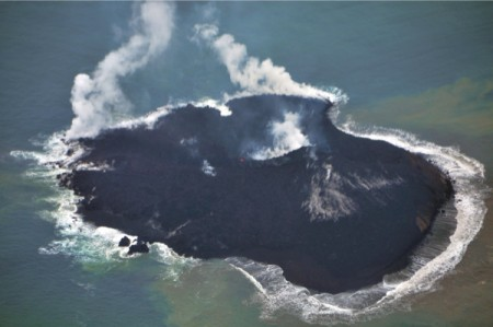 5 New volcanic island appeared in 1,000km south of Tokyo