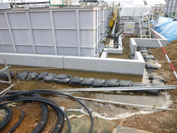 100m3 of highly contaminated water overflowed from a tank / 24,000,000,000,000 Bq of All β nuclides leaked - Fukushima Diary