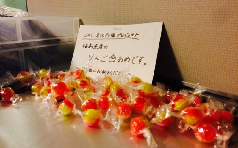 """[Photo] JAL serves Fukushima candy for free on board / """"Support by eating"""""""