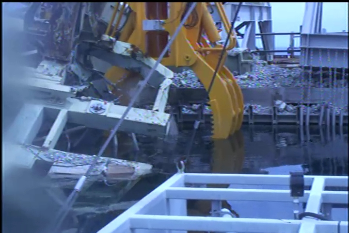 3 400 kg of debris dropped onto 2 fuel assemblies in Reactor 3 pool : State of fuel unverified yet - Photos