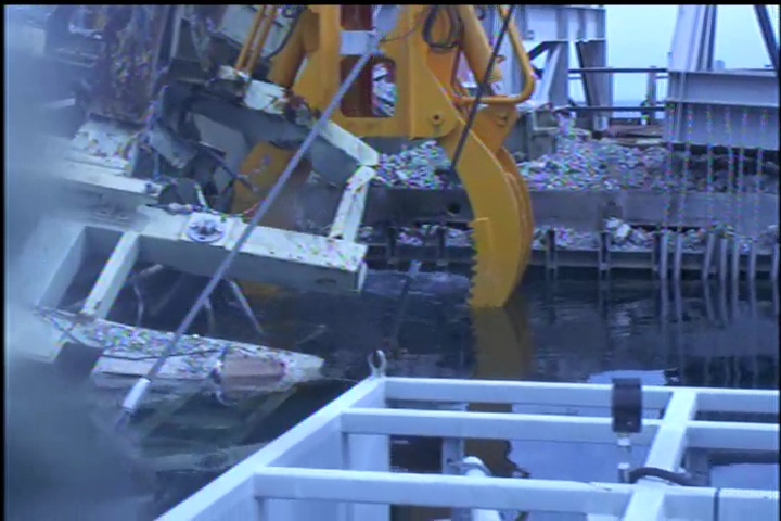 4 400 kg of debris dropped onto 2 fuel assemblies in Reactor 3 pool : State of fuel unverified yet - Photos