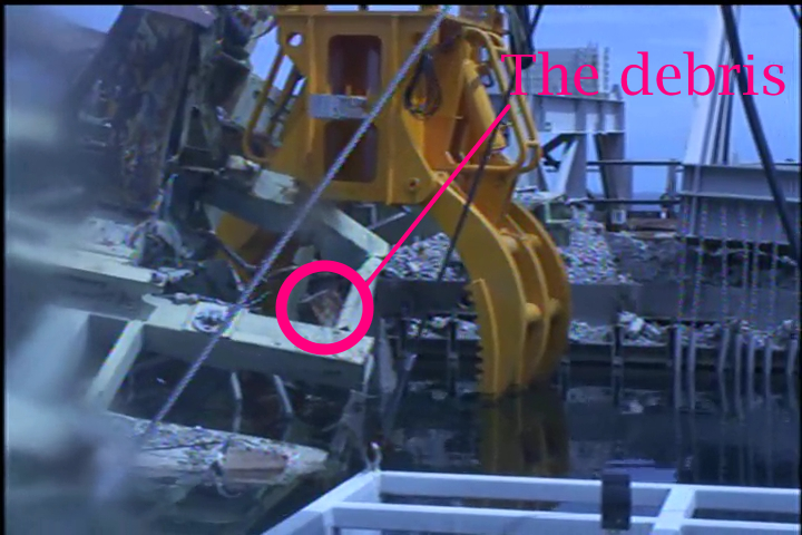 5 400 kg of debris dropped onto 2 fuel assemblies in Reactor 3 pool - State of fuel unverified yet - Photos