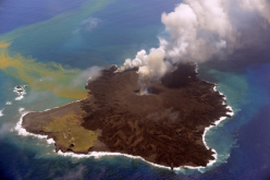 The new volcanic island erupts more actively / May cause Tsunami if collapsed