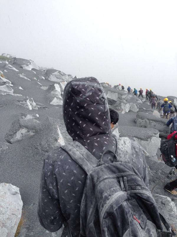 7 Volcano erupted in the central Japan : Over 10 people cardiopulmonary arrest, still 43 missing