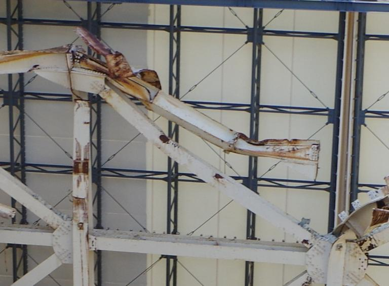 9 Tepco released photos of Reactor 1 : Fuel handling machine hung just above SFP to support