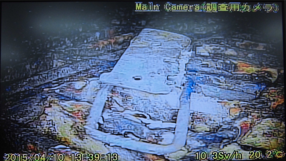 Video:Photo The dead robot reported 10 Sv:h in Reactor 1 : Grating covered with something like yellow glue