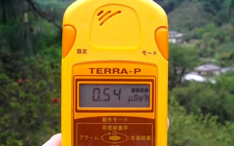 [Video] Still 4.8 μSv/h measured in a park of Fukushima city