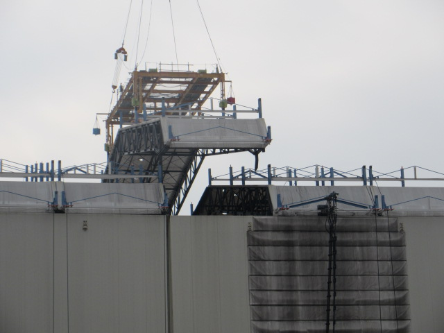2 Photo Tepco started removing the cover of Reactor 1 building