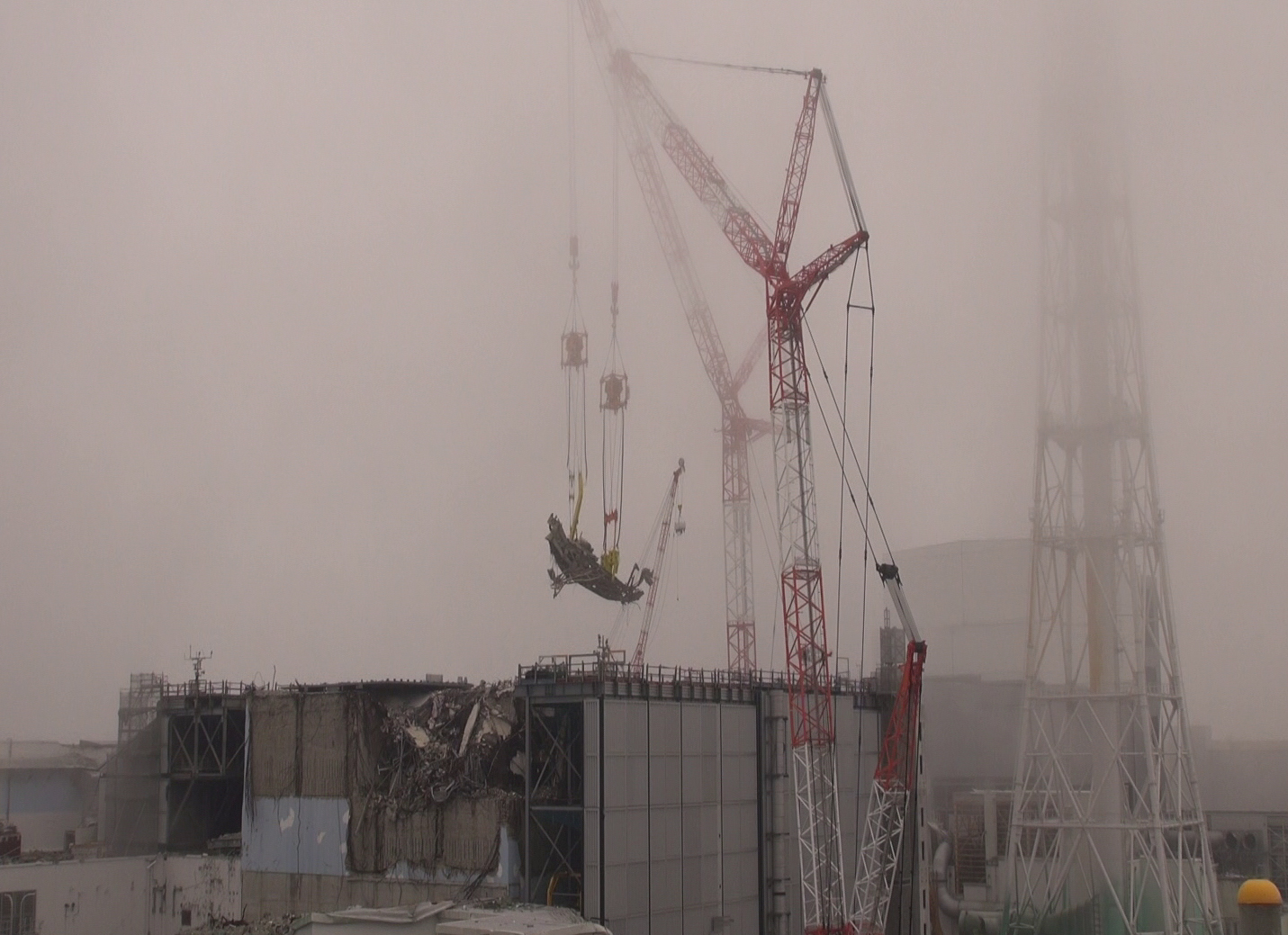 Tepco released the video and photos to remove debris from SFP 3