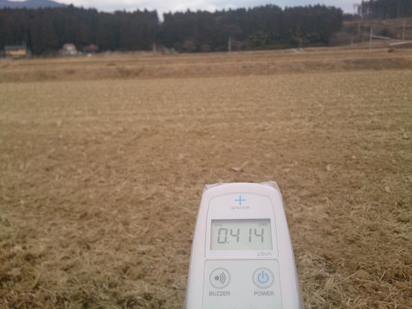1 Photo Still over 1 μSv:h measured beside a rice field in Tochigi