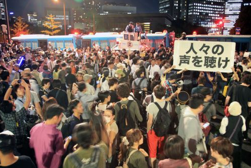 [Photos] Demonstration of 200,000 people occupied official residence71