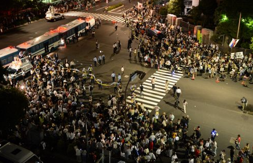 [Photos] Demonstration of 200,000 people occupied official residence69