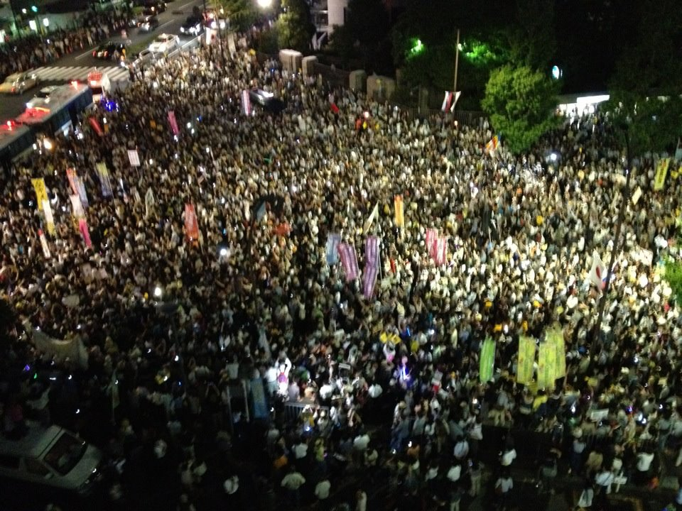 [Photos] Demonstration of 200,000 people occupied official residence82
