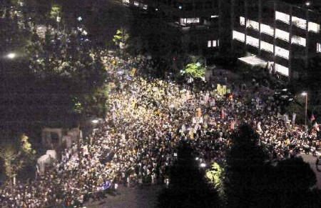 [Photos] Historical demonstration occupied official residence2