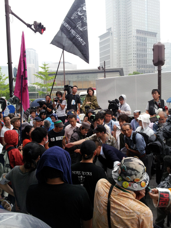 [Live] Massive protest started 12