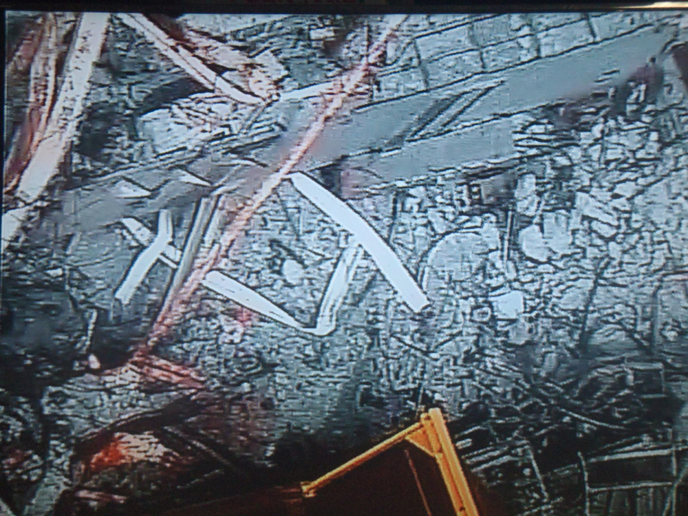 2 Tepco crane picked up the skimmer surge tank hatch by mistake during debris removal of reactor3
