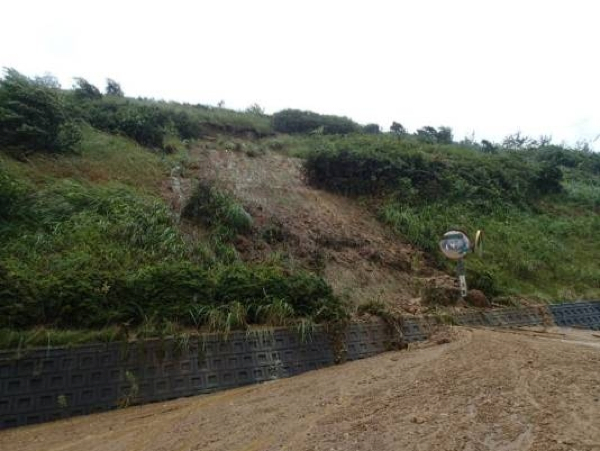 2 [Photo] Fukushima plant's collapsed slope due to the Typhoon