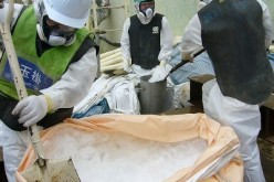 "Tepco dropped 2t of ice for ""frozen"" wall with shovel and protective clothing – Photo"