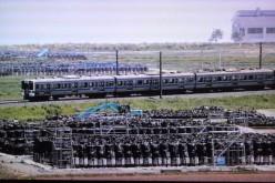 "JR Joban train line runs among the heaps of contaminated soil bags for ""decontamination"" – Photo"
