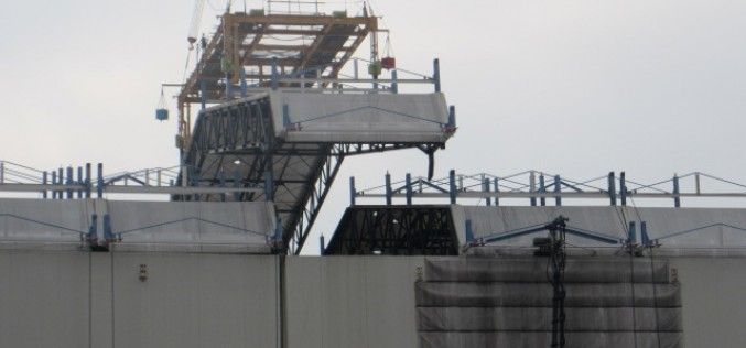 [Photo] Tepco started removing the cover of Reactor 1 building
